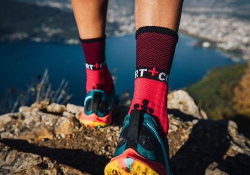 Zimní běžecké ponožky a zimní podkolenky od značky COMPRESSPORT!